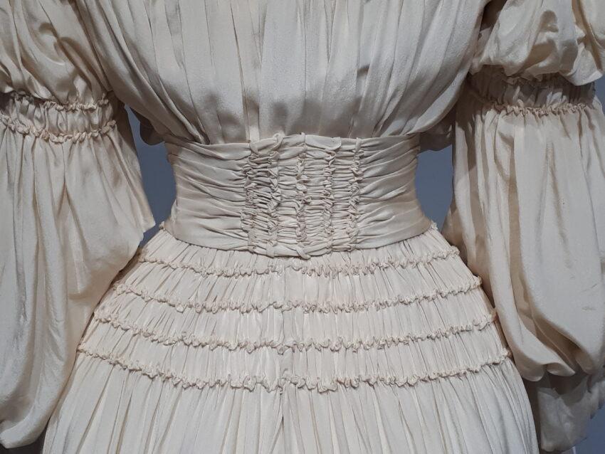 szczegóły sukni z 1905 roku